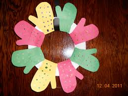 25 days of christmas crafts day 7 mitten wreath super mommy to