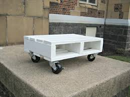 White Painted Coffee Table by Diy White Pallet Coffee Table On Wheels Pallet Furniture Diy