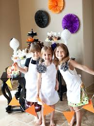 throw a halloween cupcake decorating party hgtv