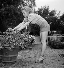 marilyn monroe would be 90 here u0027s one of her first photo shoots
