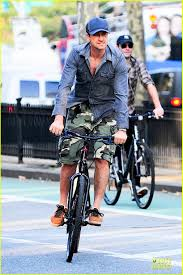 gerard butler camouflages bike ride in nyc photo 2966923