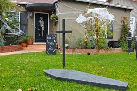 Diy Halloween Yard Decorations How To Make A Spooky Diy Halloween Yard Dear Handmade Life