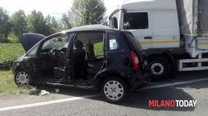 camion porta auto incidente a inzago schianto auto camion sulla provinciale due