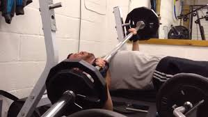 Bench Press No Spotter Fitness Fail Friday Here U0027s What Happens When You Bench Without A