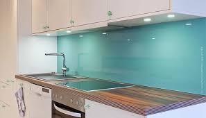 spritzschutz küche spritzschutz glas kueche in der trendfarbe smaragdgrün harald maier