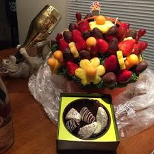 edible gift baskets edible arrangements 17 reviews gift shops 5124