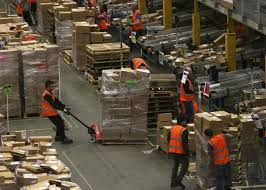 amazon sandisk black friday amazon to hire 120 000 temporary workers for holiday season