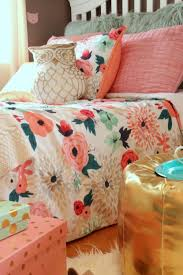 Coral And Mint Bedding Best 25 Coral Bedding Ideas On Pinterest Coral Bedroom Navy