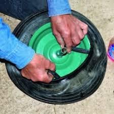 chambre à air brouette 3 50 8 poser une rustine sur un pneu crevé de brouette