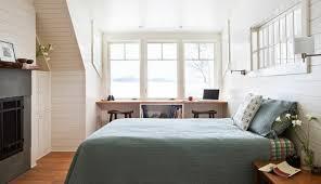 schreibtisch im schlafzimmer ideen mit bett und schreibtisch als platzsparende einrichtung