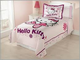 deco chambre hello hello chambre bb beautiful chambre complete bebe taupe pas