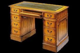 bureau en anglais bureau anglais caisson informatique en bois de merisier dessus cuir