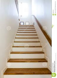 hölzerne treppe und handlauf stockfotografie bild 30081372 - Handlauf Fã R Treppen