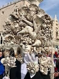 carnivale costumes colonne di san marco e san todaro venice italy there were some