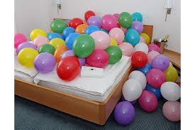 polterabend dekoration die ballondrucker hochzeit schlafzimmer luftballonüberraschung