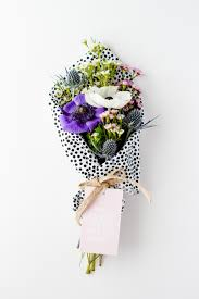 unique flower arrangements ways to wrap a flower bouquet as a gift