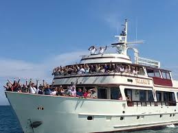 yacht event layout call today for your own chicago private large group cruise