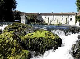 chambres d hotes charente 16 la cascade de saintonge parc au bord de l eau à même les