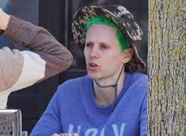 squad joker fan art jared leto cut his hair d it green and shaved his eyebrows for the role of
