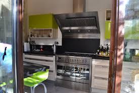 magasin de cuisine montpellier cuisine contemporaine en bois et laque vert pomme réalisée par le