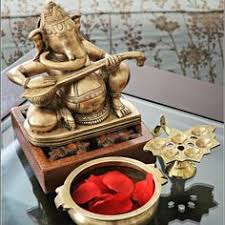 Home Decoration Indian Style Like This Look With Ganesha And Hanging Lamps Decor Pinterest