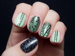 what u0027s green glittered and glowing all over chalkboard nails