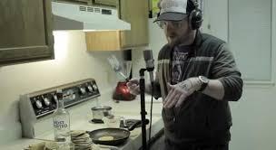 cuisine rappeur mac lethal rappe vite en faisant la cuisine