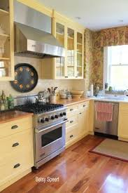 Images Of Cottage Kitchens - best 25 yellow kitchen cabinets ideas on pinterest kitchen