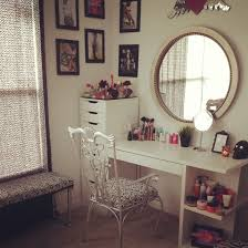 White And Mirrored Bedroom Furniture Bedroom Simple White Makeup Vanity Table With Lighted Mirror For