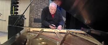 Blind Pianist When Stars Need A Piano Tuner They Call This Man Abc News