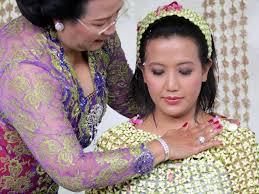 princess bride crowds celebrate colorful royal indonesian wedding