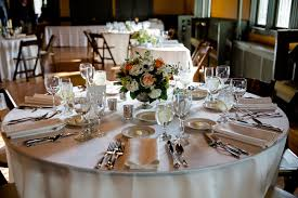 how to choose the right wedding centerpieces for round table