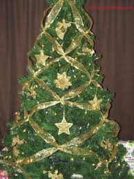 Decorated Christmas Tree Pictures With Ribbon by How To Criss Cross Ribbons On A Christmas Tree Super Easy