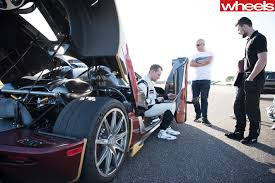 koenigsegg agera r speedometer koenigsegg agera rs snatches zero 400 zero record wheels