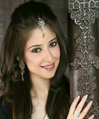 hair styles pakistan party hairstyles for girls with long hair in pakistan with bindi