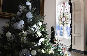 White House Christmas Decorations Photos by White House Christmas Decor Features Chicago Artist Chicago Tribune