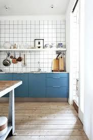 donne meuble cuisine peindre ses meubles de cuisine la peinture couleur bleuet pour