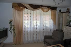 Wohnzimmer Deko Braun Klassischer Wohnzimmer Vorhang Mit Verschiedenen Schals Und