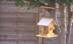 fabrication mangeoire oiseaux fabrication d u0027une mangeoire en bois de récup u0027 version 2 youtube