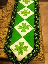 st patrick s day table runner quilt inspiration free pattern day st patrick s day sewing