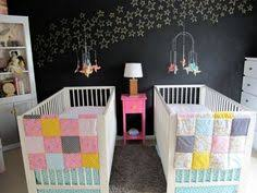 chambre jumeaux bébé 20 jolies idées pour décorer une chambre d enfant nuages roses
