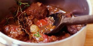 cuisiner un boeuf bourguignon boeuf bourguignon tomate facile et pas cher recette sur cuisine