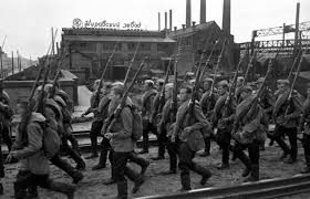 siege manpower siege of leningrad 1941 44 workers of the kirov works march to the