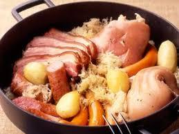 cuisiner choucroute cuite choucroute garnie facile recette sur cuisine actuelle