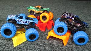 monster trucks jam videos monster jam blue thunder color treads 2016 youtube