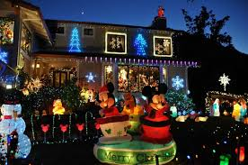 Ex Commercial Christmas Decorations by The Best Neighborhoods For Holiday Lights In The Bay Area Sfgate