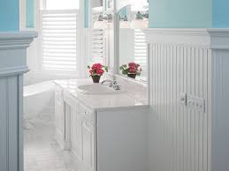 beadboard walls in bathroom