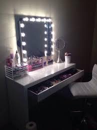meuble coiffeuse pour chambre quelques idées coin makeup so chics spécial commodes boudoirs
