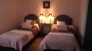 chambre lit jumeaux chambre douillette lits jumeaux avec baignoire