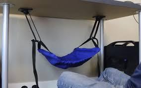 le de bureau sur pied il invente le hamac pour les pieds golem13 fr golem13 fr